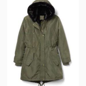 NWT Gap Primaloft Luxe faux fur parka - green
